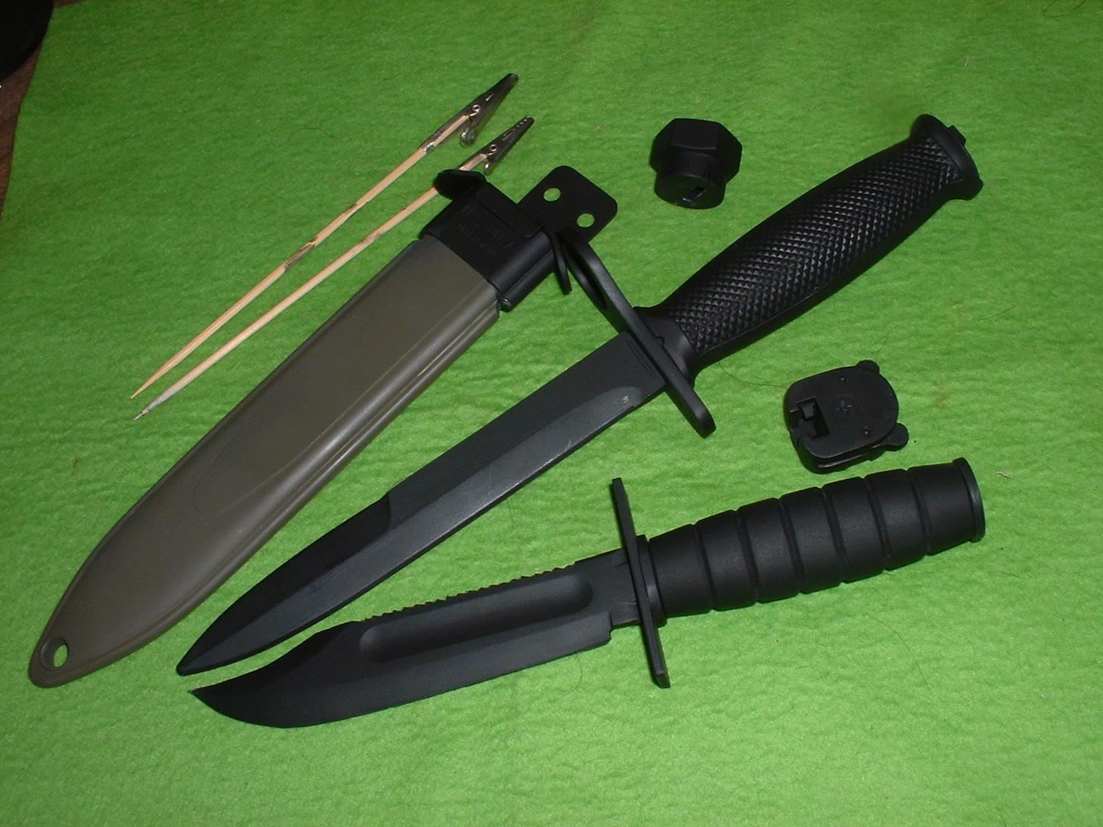 2013年09月21日 ゴム刃版「M7バヨネット」&「USコンバットナイフ」2種の状態 Doburoku-TAO.JPG
