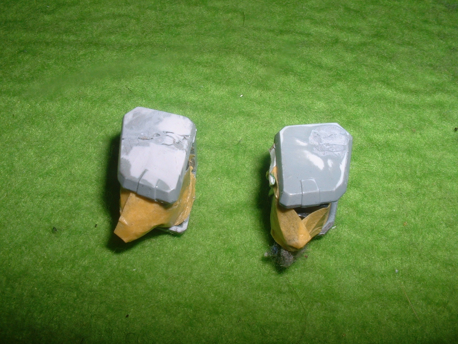 2015.03.10   時点 で再塗装準備中の肩パーツ Doburoku-TAO.JPG