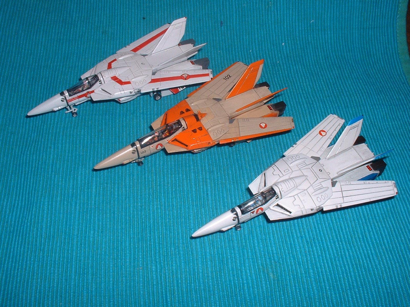 2015.07.22 時点での 有井 100分の1 「VF-1 ファイター」3種 Doburoku-TAO.JPG