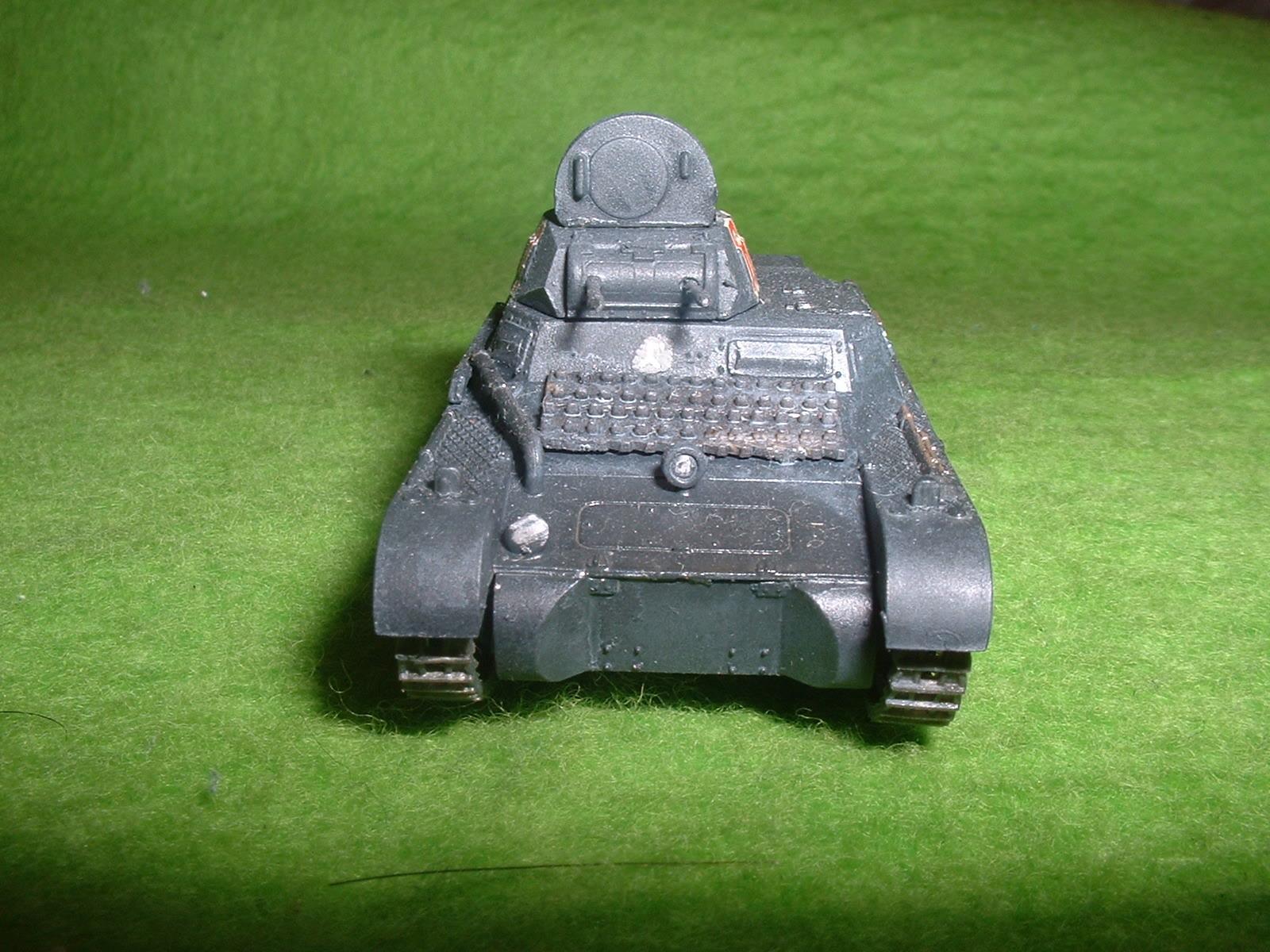 2015.10 .17完成  フジミ 76分の1 「1号戦車B型」その2 .JPG