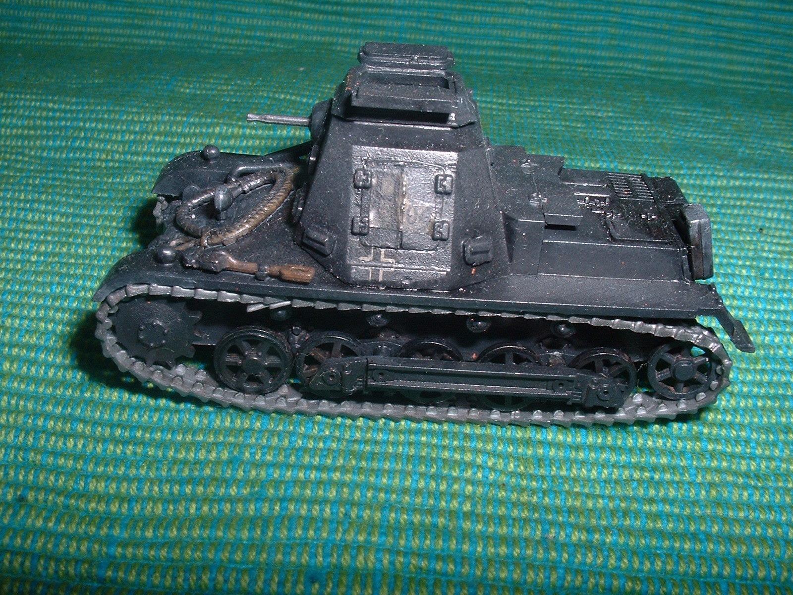 2015.11. 21 完成  ESCI 72分の1 「一号指揮戦車B型」その5.JPG