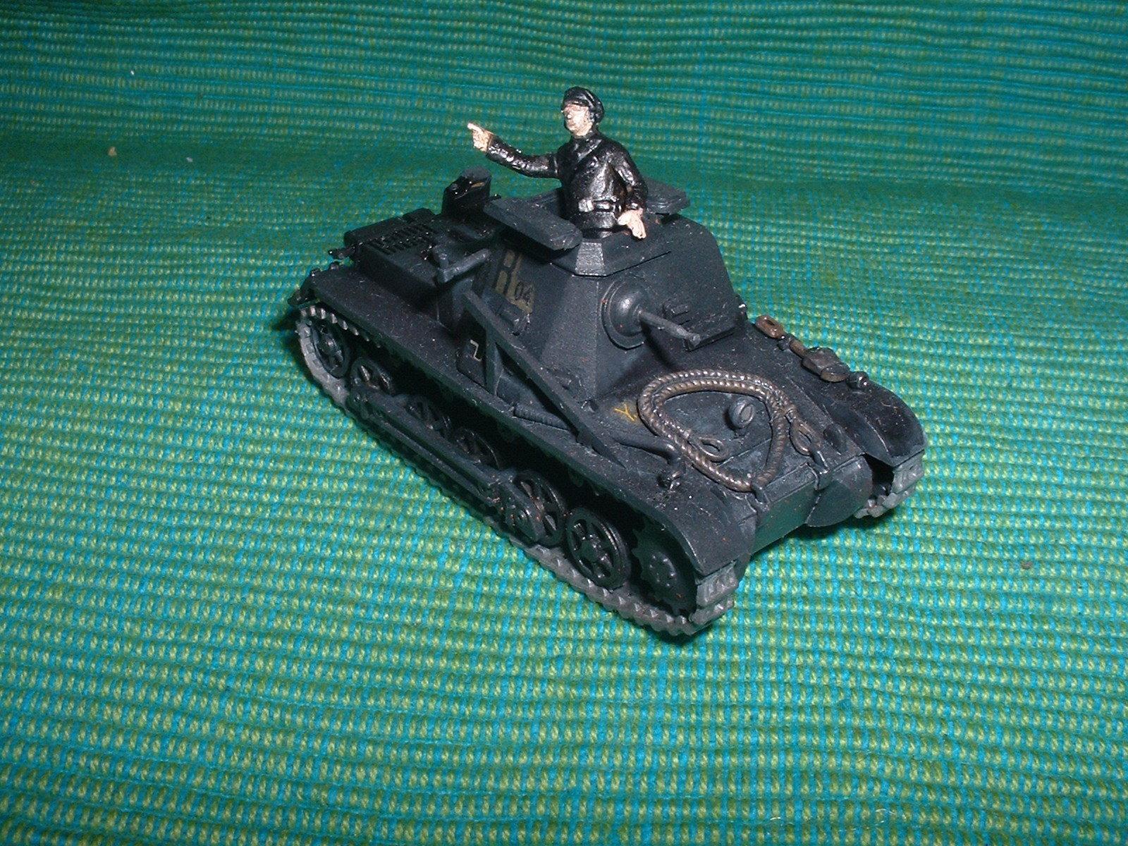 2015.11. 21 完成  ESCI 72分の1 「一号指揮戦車B型」その1.JPG