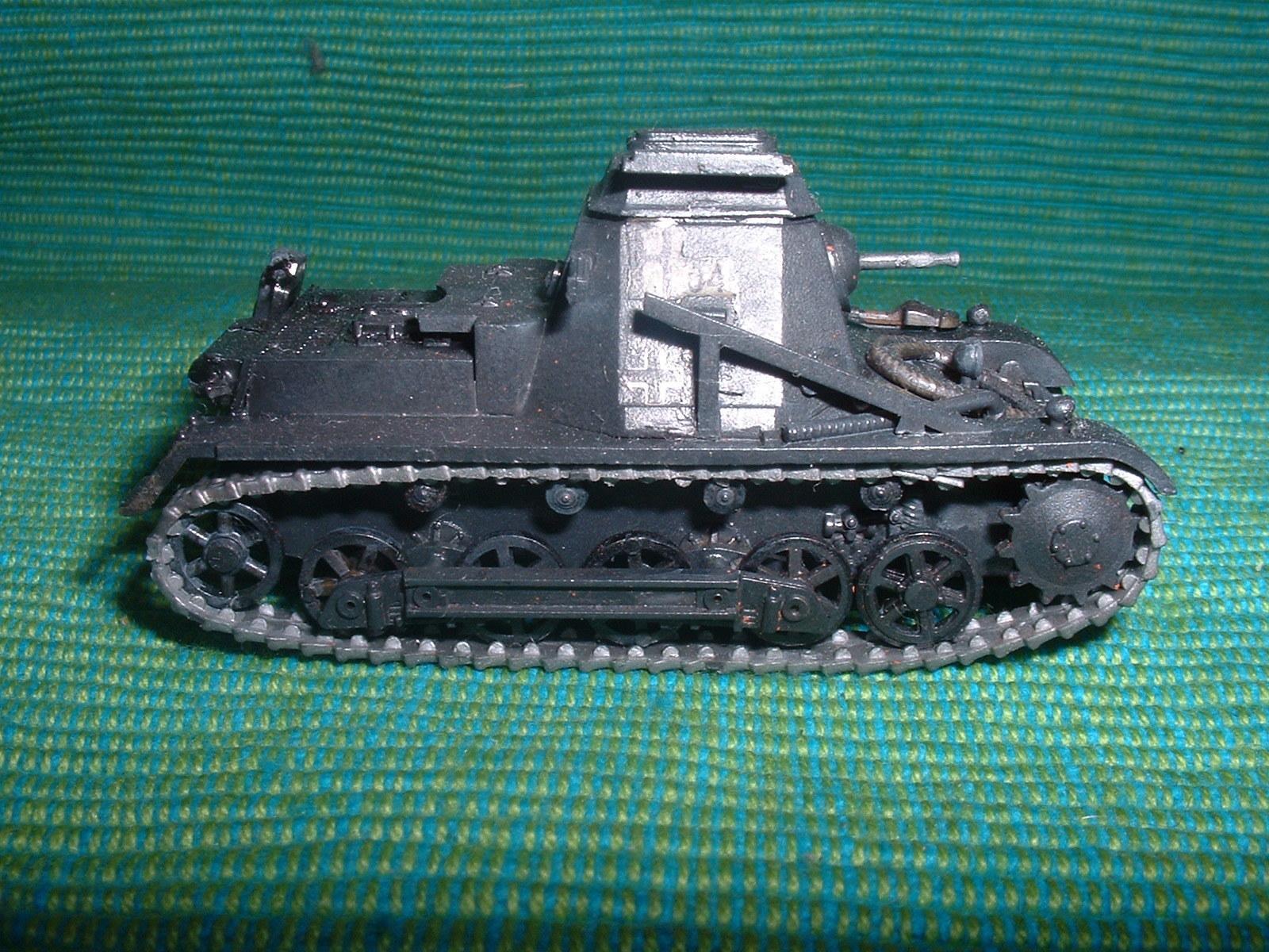 2015.11. 21 完成  ESCI 72分の1 「一号指揮戦車B型」その4.JPG