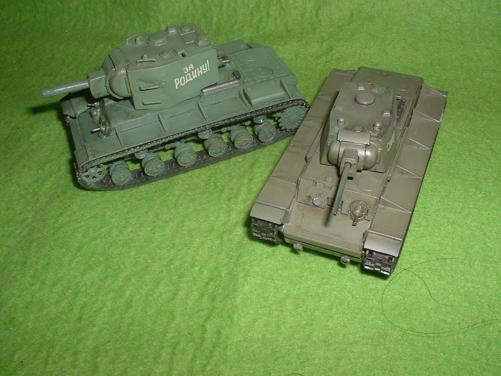 2015.11 .29完成  フジミ 76分の1 「KV-1」と「KV-2」その1.JPG