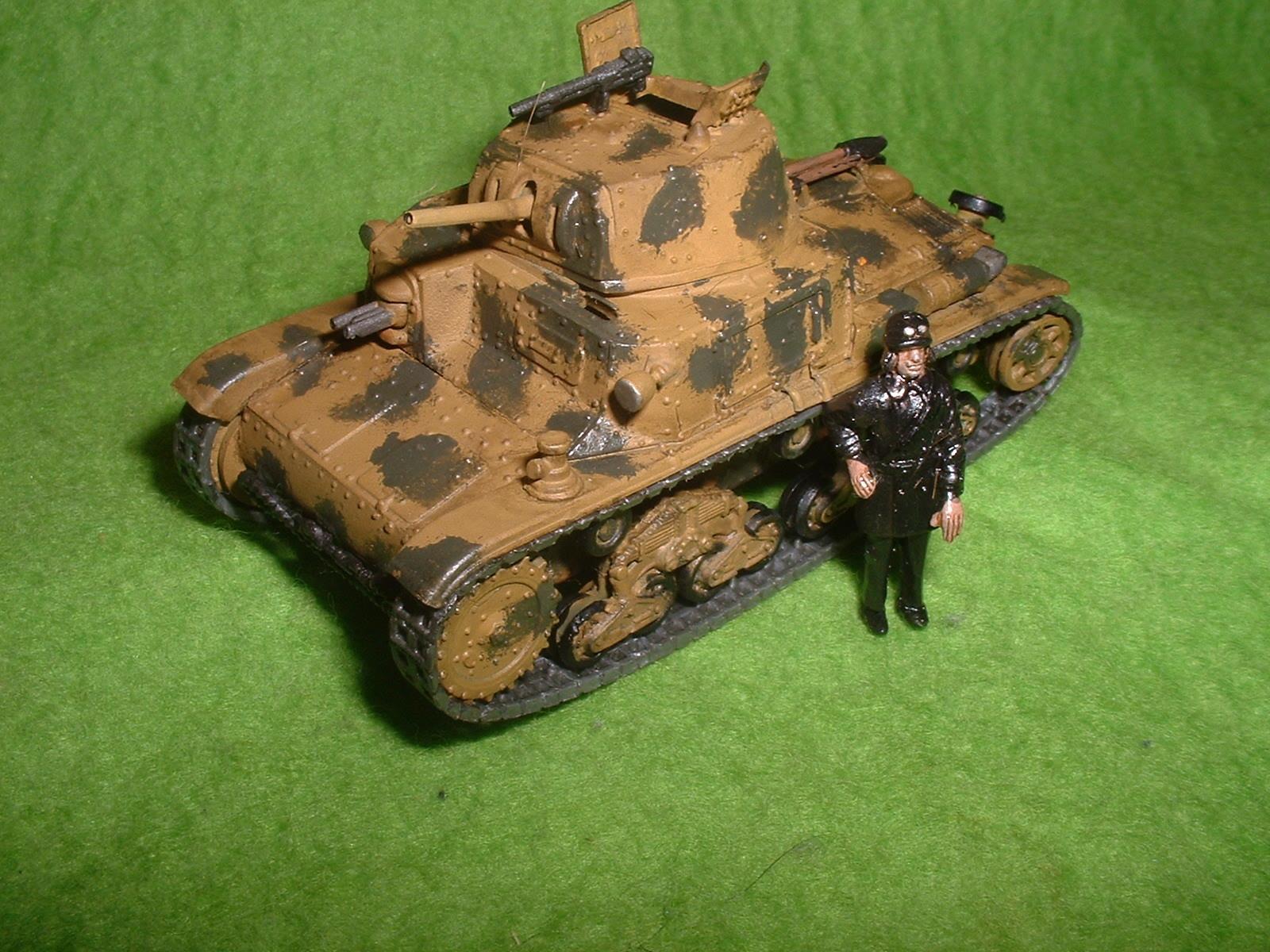 2015.11,01完成 エッシ― 72分の1 フイアット M13-40戦車 その1.JPG