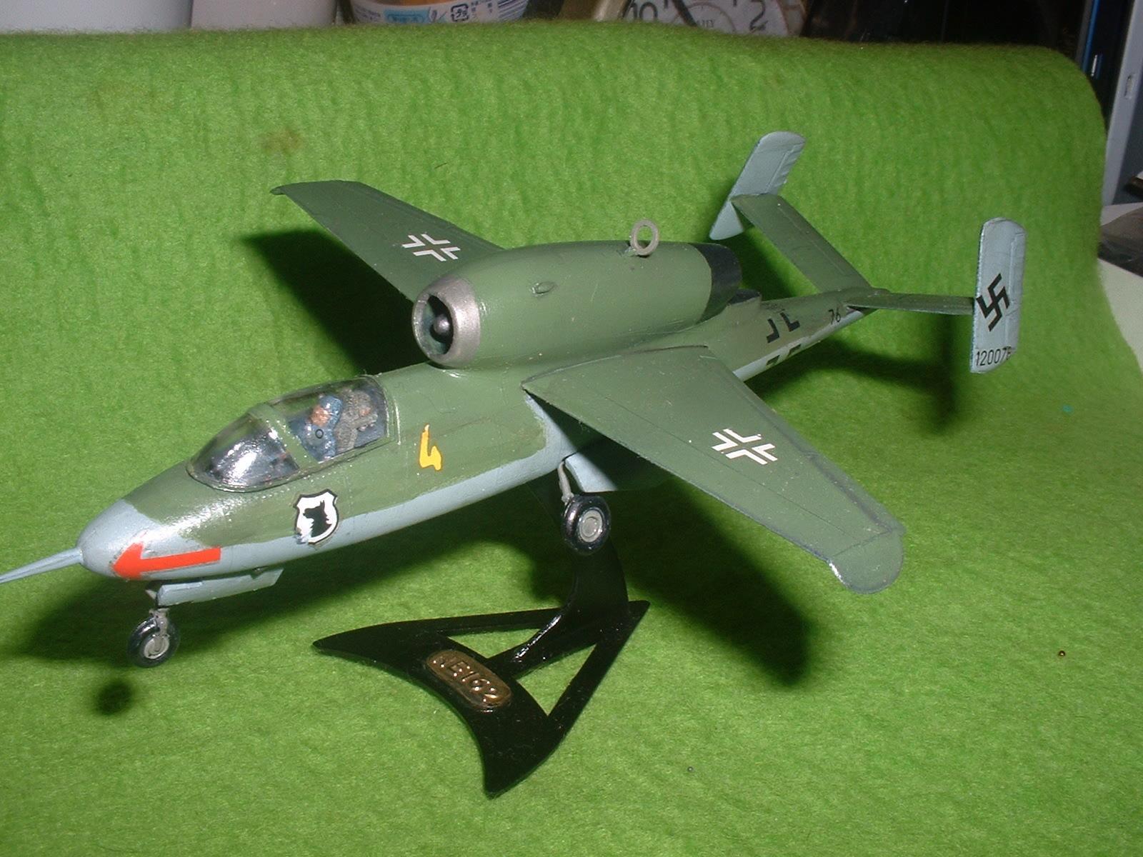 2016年08 月11日完成 リンドバーク72分の1「ハインケル He162 」その8.JPG