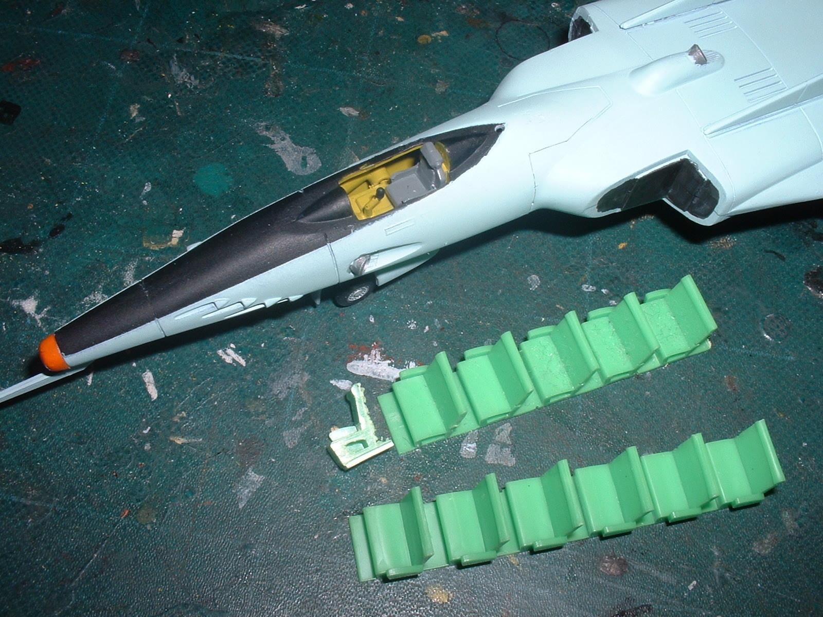 コスモタイガーⅡニ使用した鉄道模型パーツ.JPG