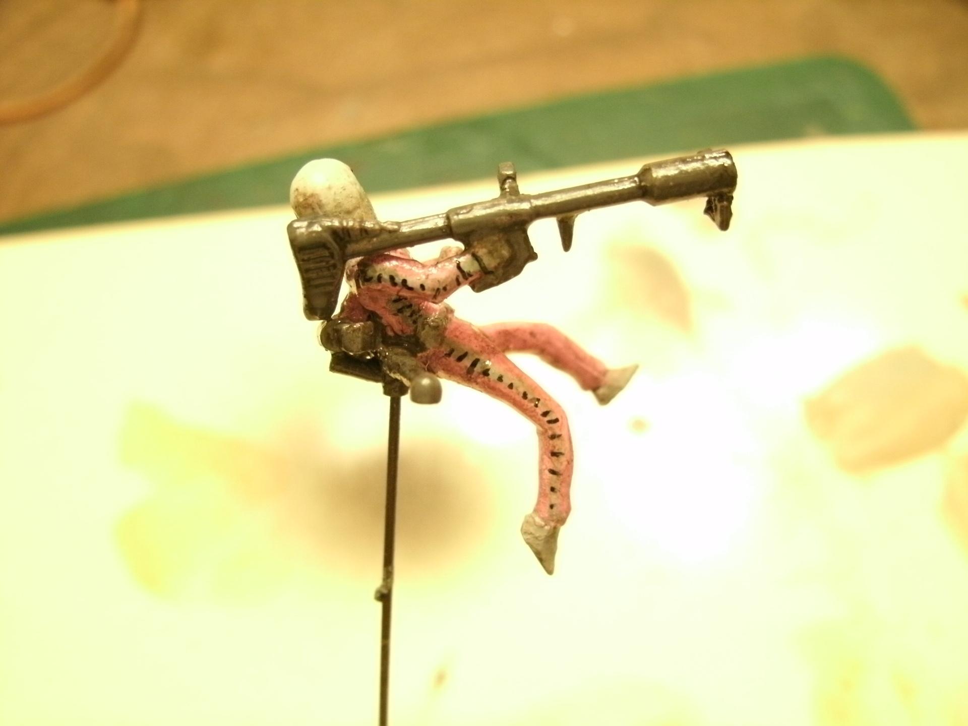 バンダイ60分の1「ゲルググ付属ジオン兵」その4.JPG