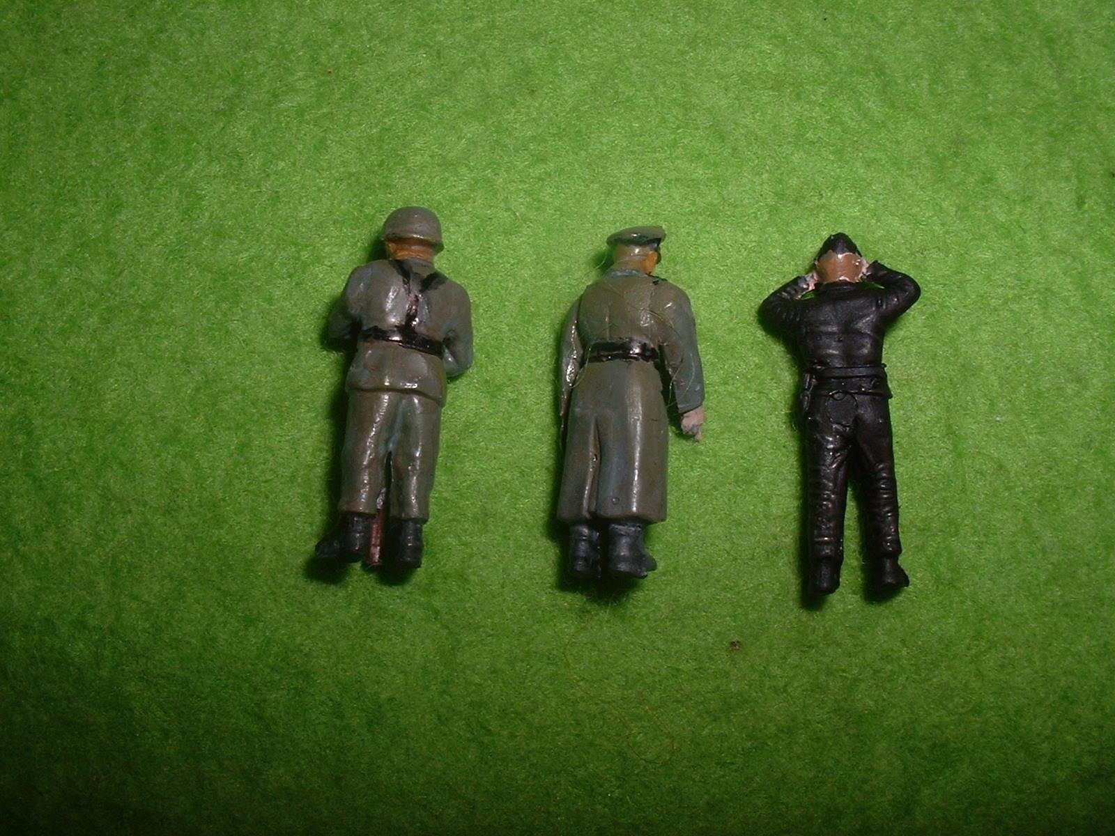 フジミ 76分の1「Sd.Kfz .222」付属人形その2.JPG