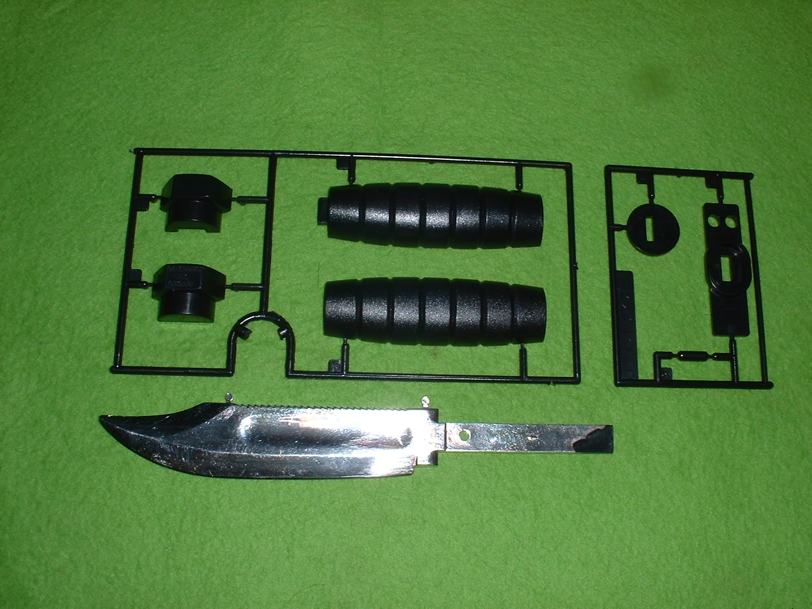 LS(現 マイクロエース)  『U.S.コンバットナイフ』未組み立て部品構成 Doburoku-TAO.JPG
