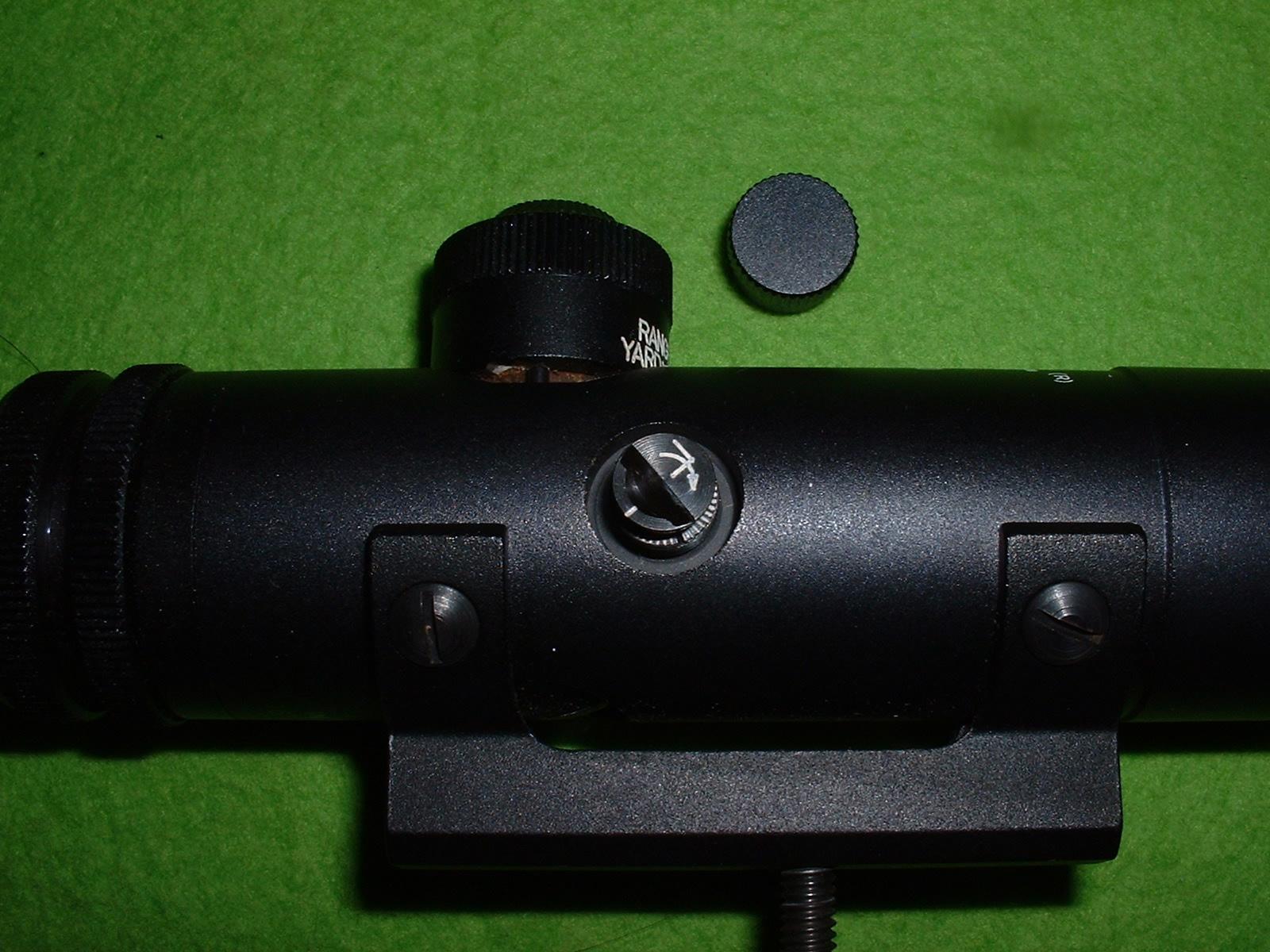 実物M16スコープは、左右の調整は蓋をはずして行う Debark-TAO.JPG