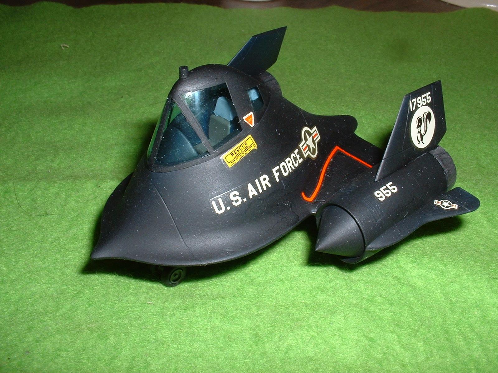 2013年09月21日 長谷川 たまご飛行機 SR-71 本体完成1Doburoku-TAO.JPG