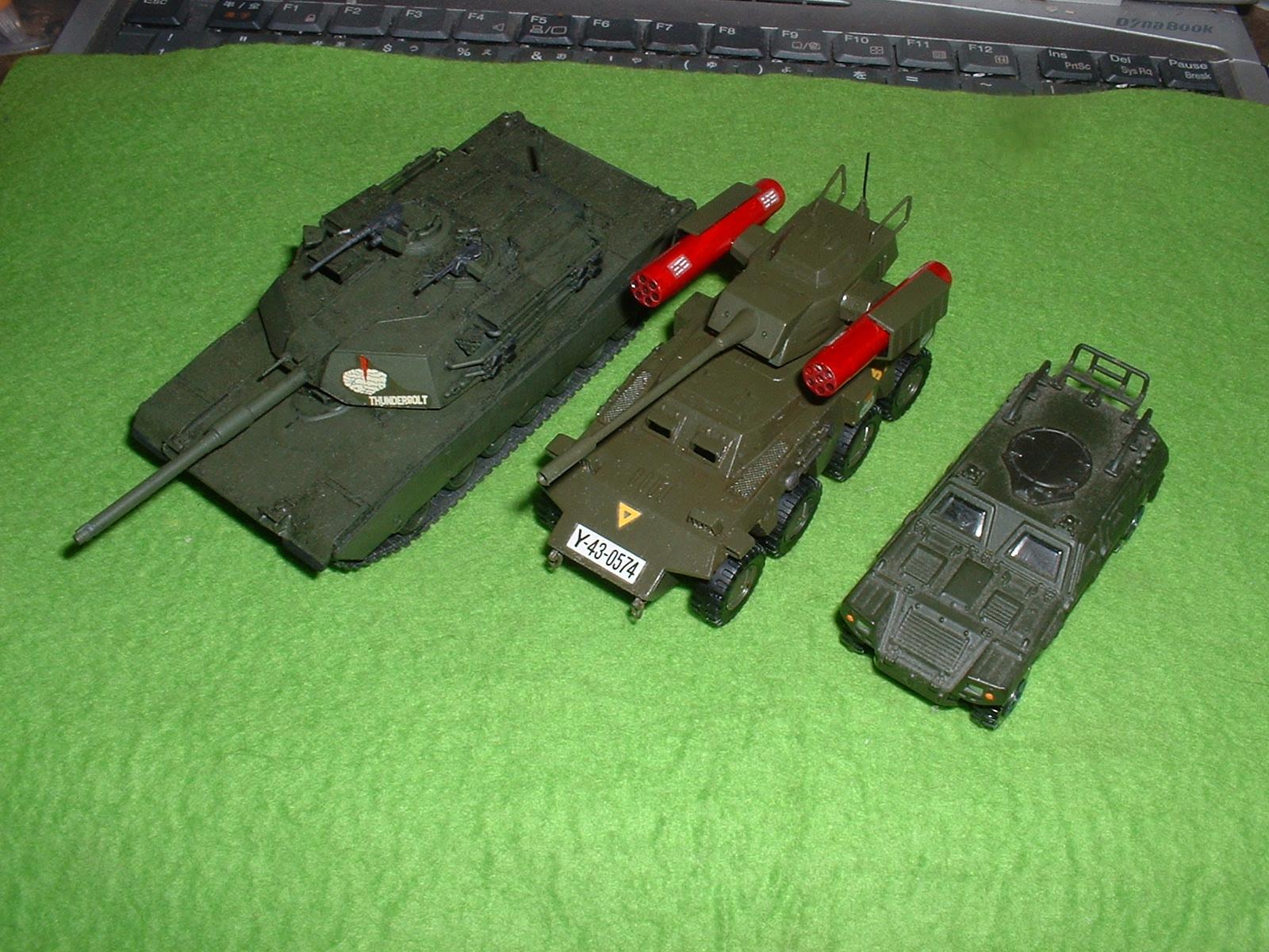 タカラ「インステッド 8輪装甲車」大きさ比較 Doburoku-TAO.JPG