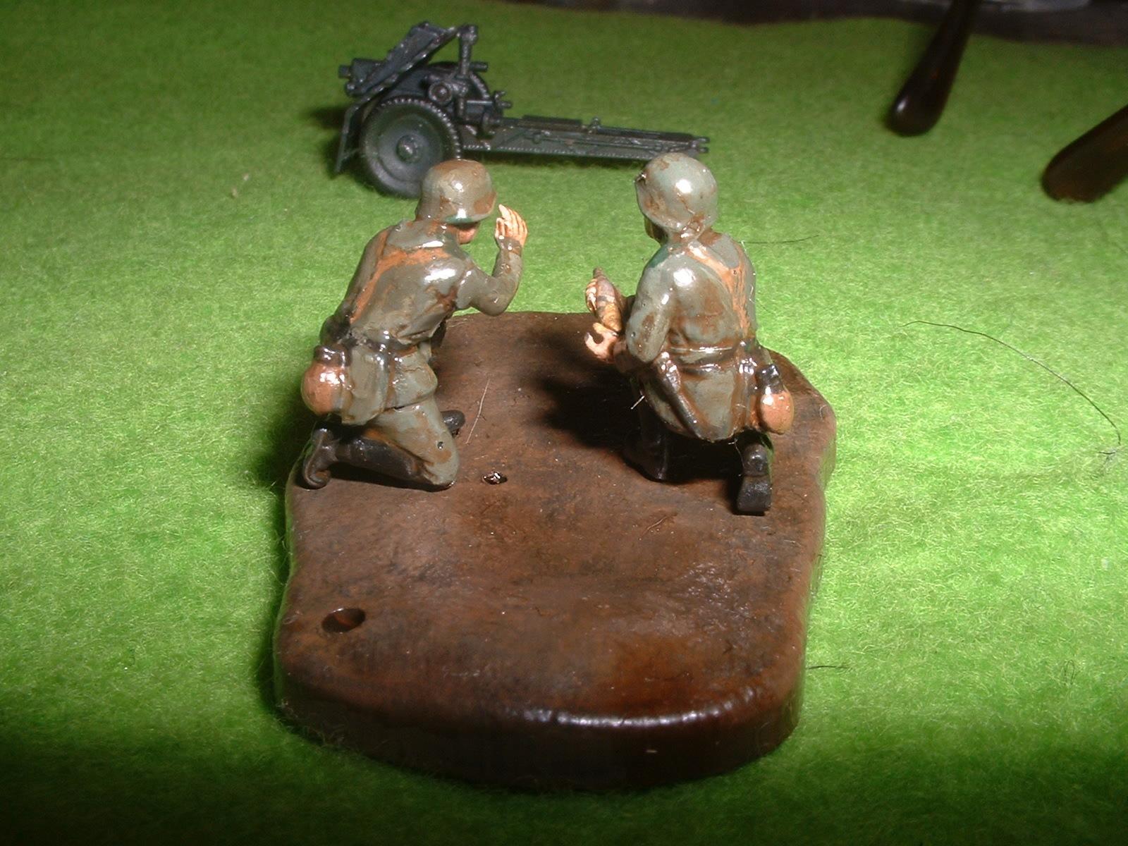 ZVEZDA  172  No6156「WW2 ナチスドイツ 75㎜歩兵砲」付属歩兵その2.JPG